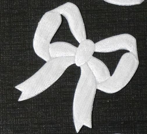 10 szt. ślicznych białych kokard do dekoracji ozdoby.