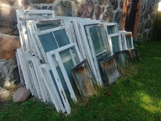 Stare drewniane okna rozbiórkowe z demontażu