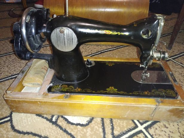 Продам швейну машинку.  Ручна