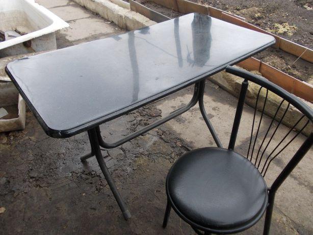 Продам стол и 4 стула с металическими нижками