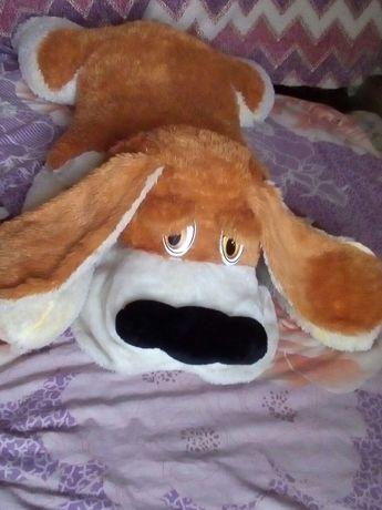 Велика iграшка  собака