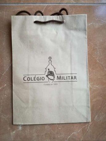 Saco em papel craft com logotipo Colégio Militar