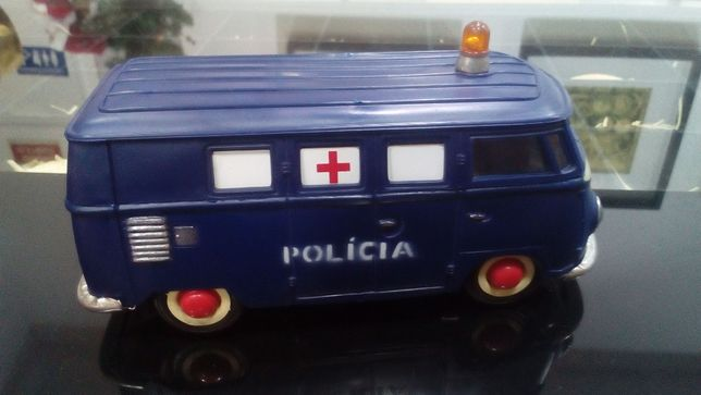 Furgao miniatura da policiade fricçao.,marca PEPE