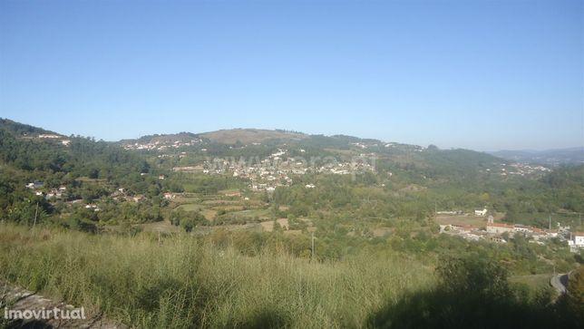 Terreno para construção com 902 m2 em Vila Cova