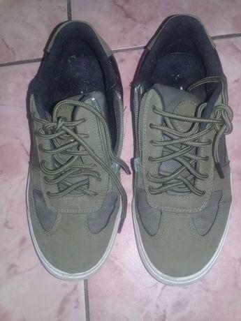 Продам кроссовки 35 размер