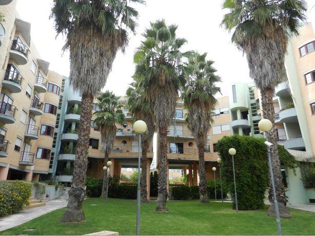 T3 apartamento no condomínio fechado para arrenda!