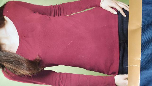 Damska koszulka z długim rękawem.