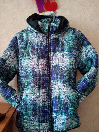 Продам зимнюю, спортивную куртку.