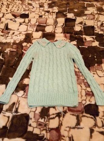 Нарядный красивый свитер