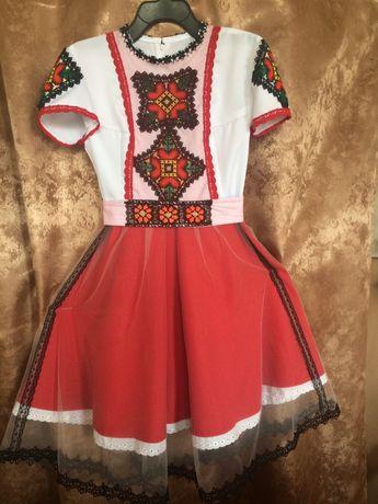 Сучасна сукня в етностилі