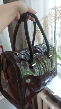 Лаковая сумка в отличном состоянии.