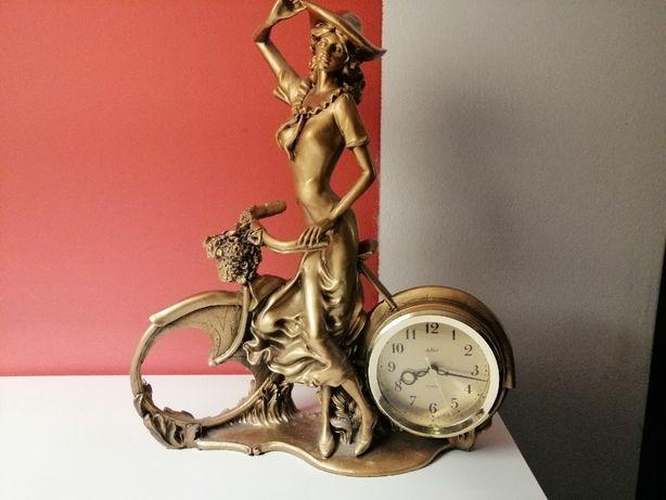 Piękny złoty zegar kobieta z rowerem