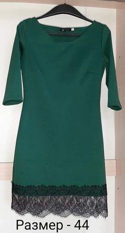 Жіночя зелена сукня з кружевом. 44 р.