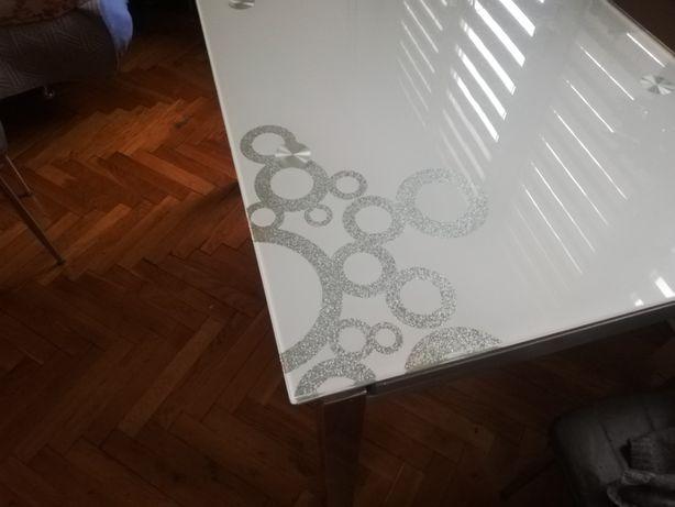 Szklany rozkładany stół ze zdobieniami biały szary prostokąt glamour