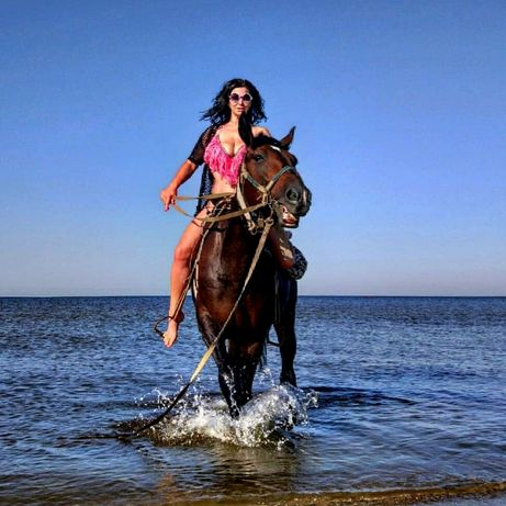Катаю на лошадях по Кинбурнской косе.