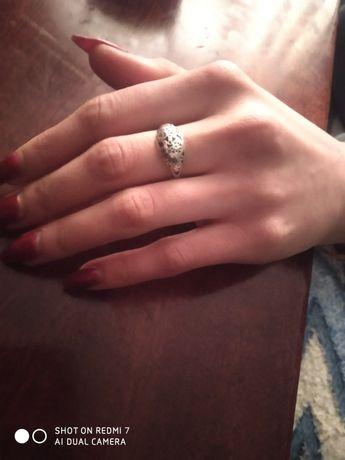 Продам кольцо серебрене