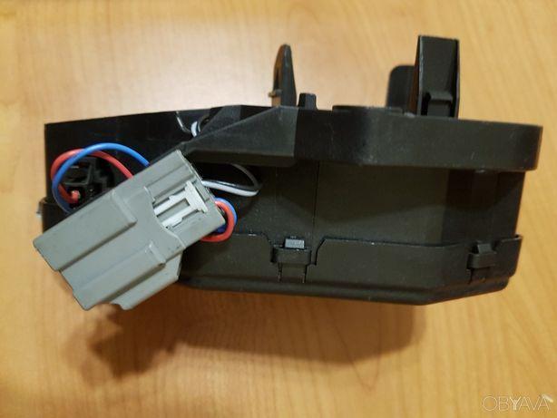 Привод замка кр багажника электромотор Ford 8M51R442A66DA AM5115790AB