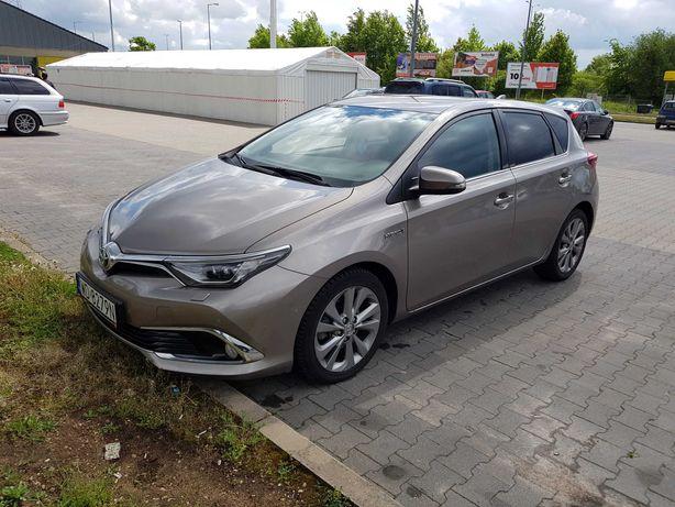 Wynajem samochodu Toyota Auris  HYBRYDA