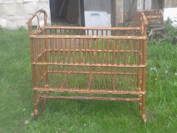 Кроватка-качалка деревянная плетенная