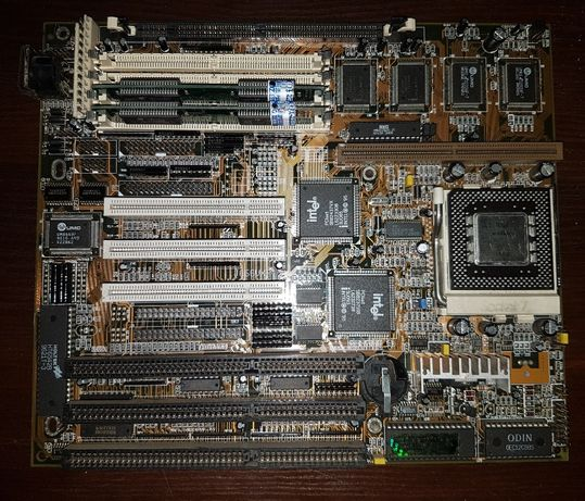 Płyta główna Stary retro komputer z ISA PC AT Socket7 S7 i inne