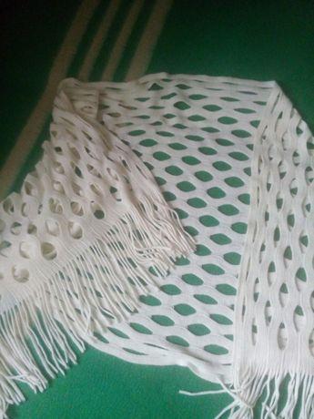 Ажурная белая шаль-палантин