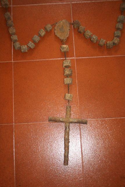 crucifixos /terços parede antigo cortiça / contas trabalhadas