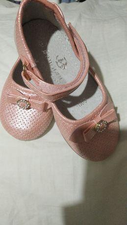 Отдам туфли на девочку