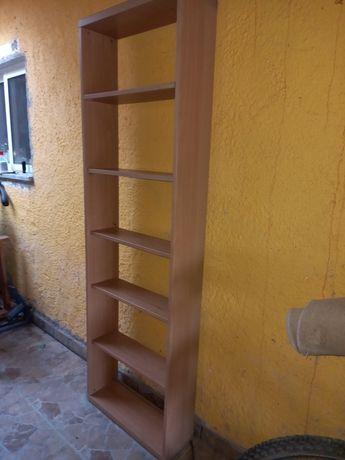 Estante de madeira