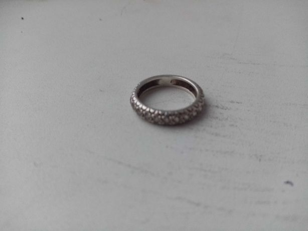 Кольцо серебро с камушками
