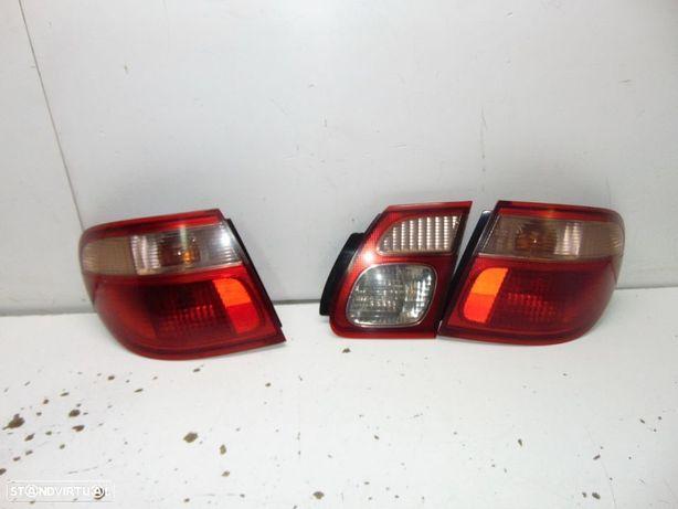 Nissan almera 2001 farolins