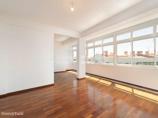 Apartamento T3 para arrendamento sem móveis, vista mar em...