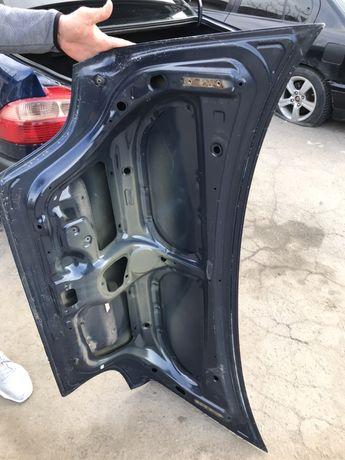 Крышка багажника авенсис т22