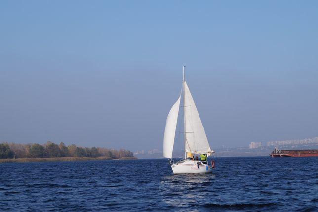 Прогулки по Днепру на парусной яхте.