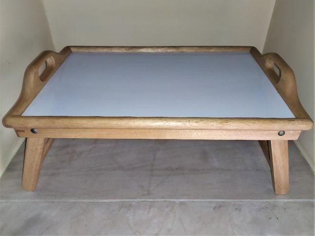 Tabuleiro de cama em madeira