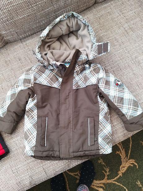 Продаю, зимнюю куртку на рост 70-90см.