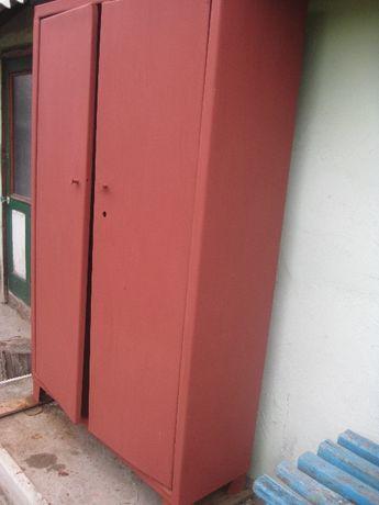 Продам металлический 2-х створчатый шкаф.