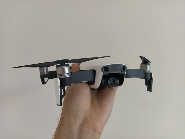 Дрон квадрокоптер DJI Mavic Air хороший комплект