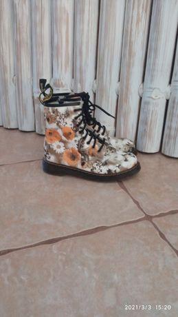 Buty glany w kwiatki Dr Martens, Vogue lie fallow r. 38