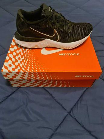 Ténis de corrida Nike Renew Run