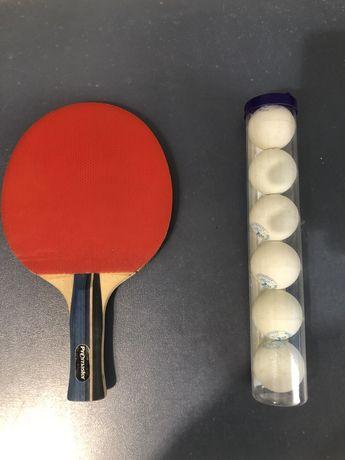 Raquete de ping pong e bolas