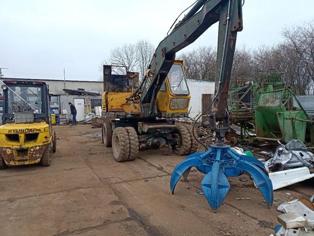 2 koparki do złomu LIEBHERR A901B z chwytakiem 12 ton