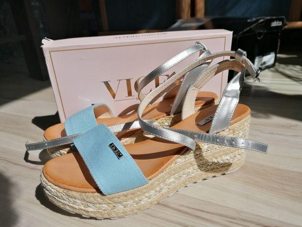 Nowe sandały na platformie