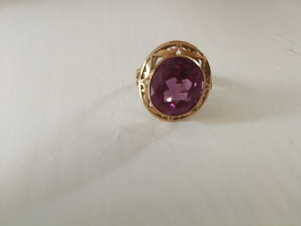 Stary złoty pierścionek
