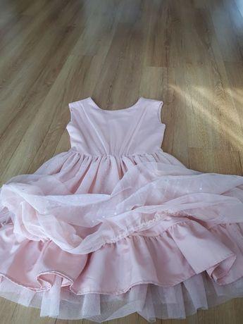 Sukienka w kolorze łososiowym