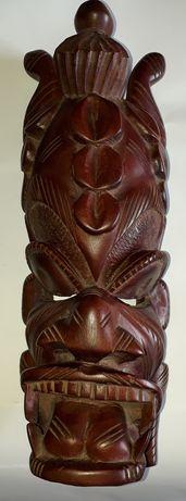 Большая африканская маска из красного дерева