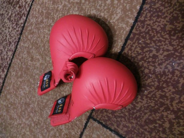 Продам перчатки для каратэ