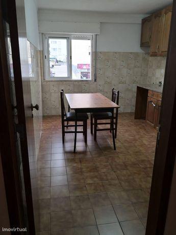 Apartamento T1 - Carregado, Alenquer