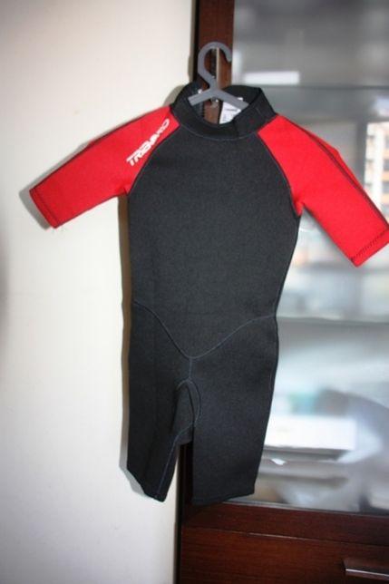 Fato de Surf Tribord vermelho e preto 6 anos tamanho 115-124 cm