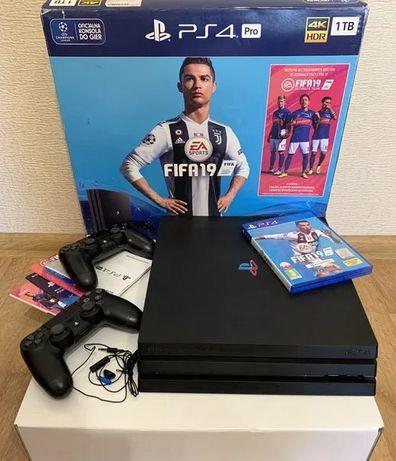 konsola Sony PS4 Pro 1 TB PlayStation 4 + 2 Pady + Fifa 2019