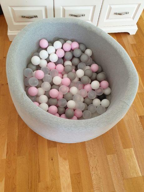 Дитячий сухий басейн з кульками